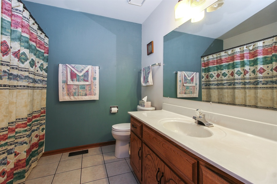 Real Estate Photography - 9323 Wherry, Orland Park, IL, 60467 - Master Bathroom