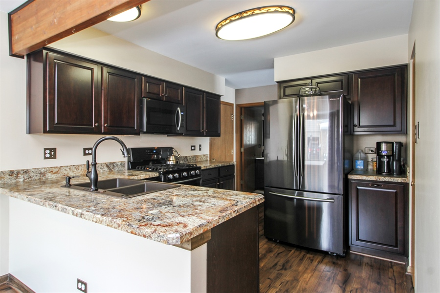 Real Estate Photography - 9323 Wherry, Orland Park, IL, 60467 - Kitchen