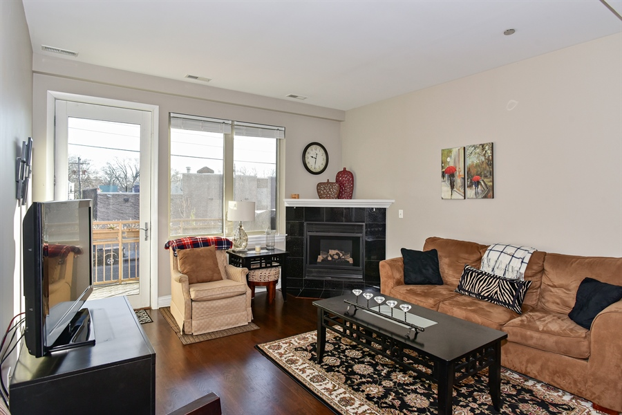 Real Estate Photography - 4950 N Western, Unit 2D, Chicago, IL, 60625 - Living Room