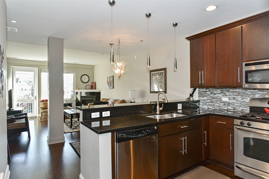 Real Estate Photography - 4950 N Western, Unit 2D, Chicago, IL, 60625 - Kitchen