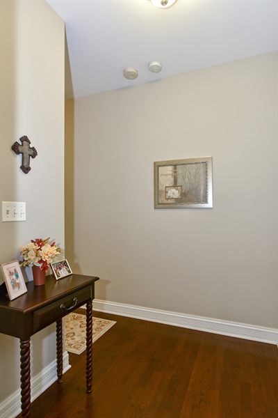 Real Estate Photography - 4950 N Western, Unit 2D, Chicago, IL, 60625 - Foyer