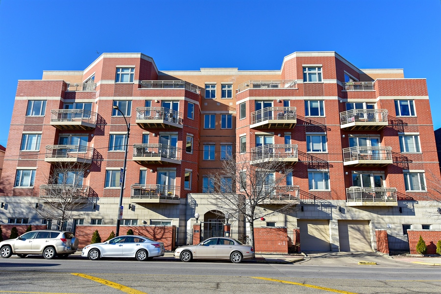 Real Estate Photography - 4950 N Western, Unit 2D, Chicago, IL, 60625 - Front View