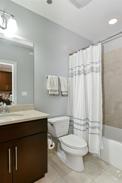 Real Estate Photography - 4950 N Western, Unit 2D, Chicago, IL, 60625 - Bathroom