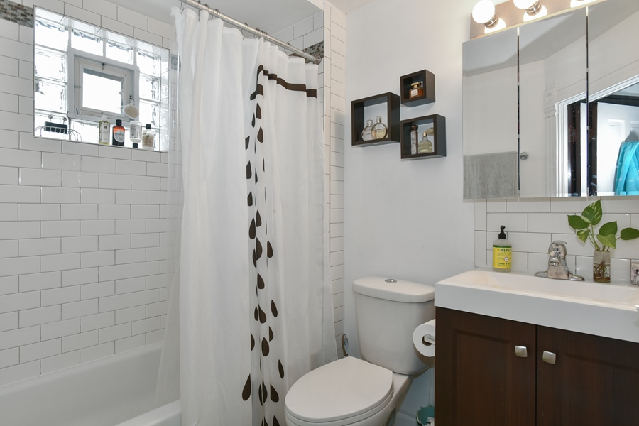 Real Estate Photography - 1943 W Belle Plaine, Chicago, IL, 60613 - 3rd floor bath