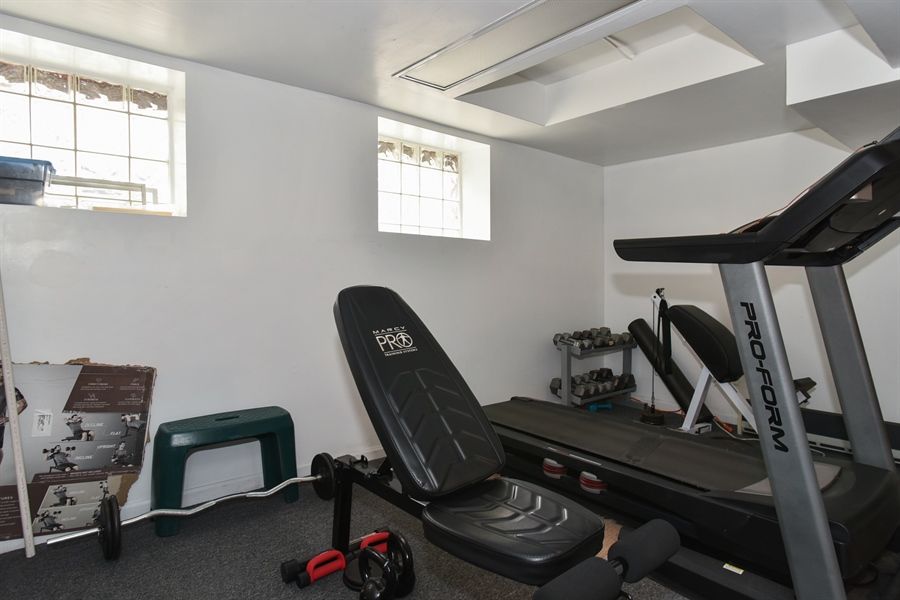 Real Estate Photography - 1943 W Belle Plaine, Chicago, IL, 60613 - Exercise Room