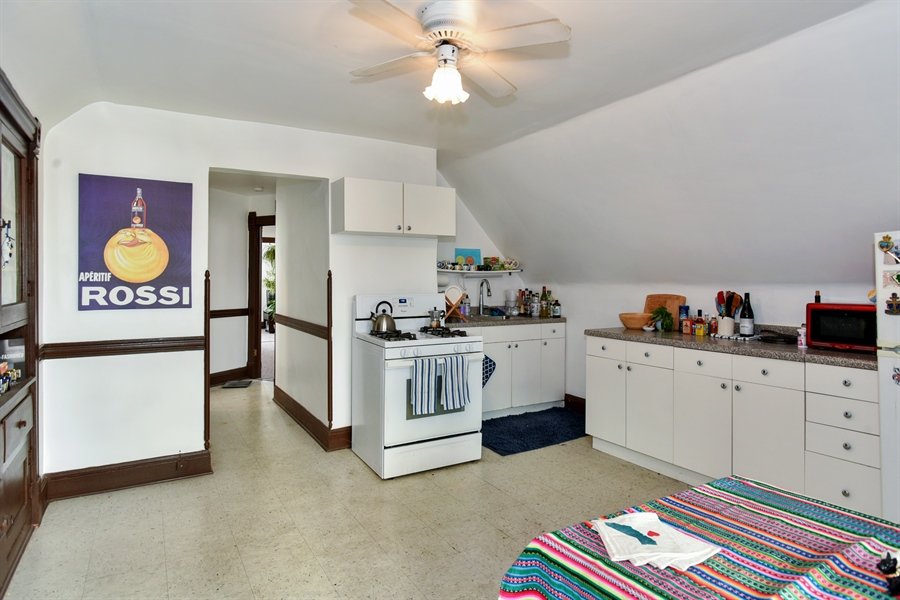 Real Estate Photography - 1943 W Belle Plaine, Chicago, IL, 60613 - Kitchen / Breakfast Room