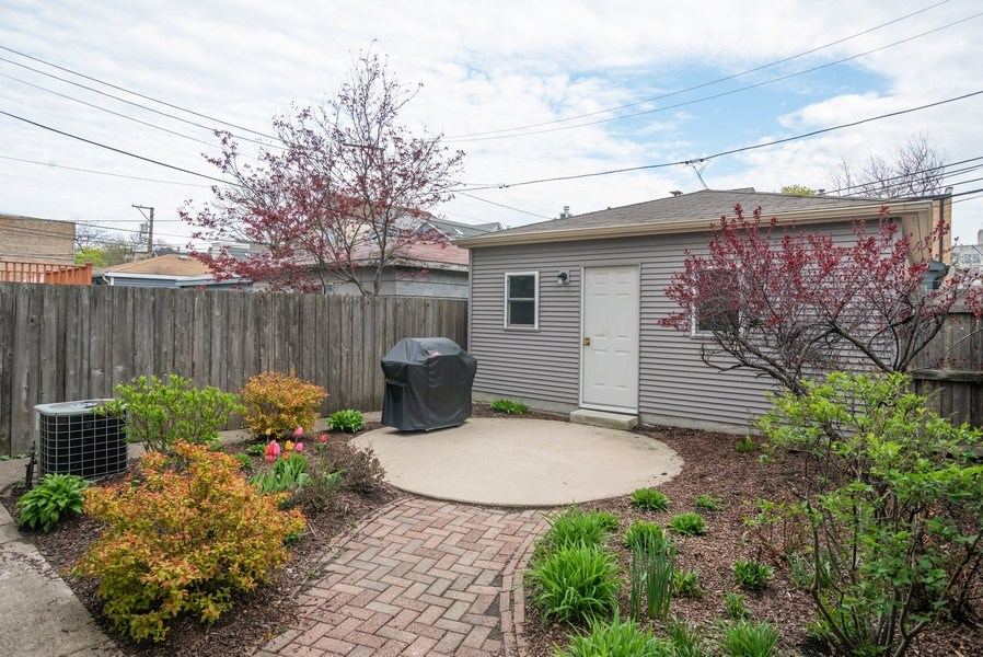 Real Estate Photography - 1943 W Belle Plaine, Chicago, IL, 60613 - Back Yard