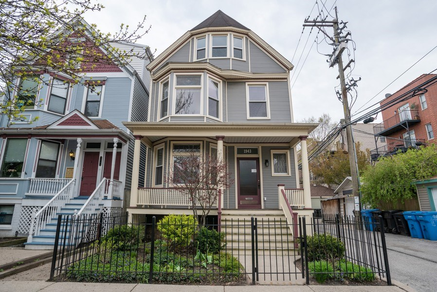 Real Estate Photography - 1943 W Belle Plaine, Chicago, IL, 60613 - Front View