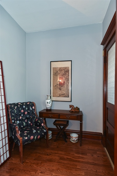 Real Estate Photography - 1943 W Belle Plaine, Chicago, IL, 60613 - Foyer
