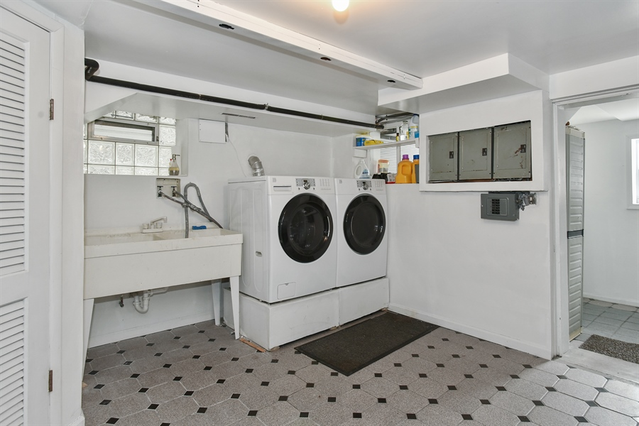 Real Estate Photography - 1943 W Belle Plaine, Chicago, IL, 60613 - Laundry Room
