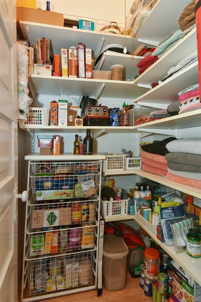 Real Estate Photography - 1943 W Belle Plaine, Chicago, IL, 60613 - Pantry