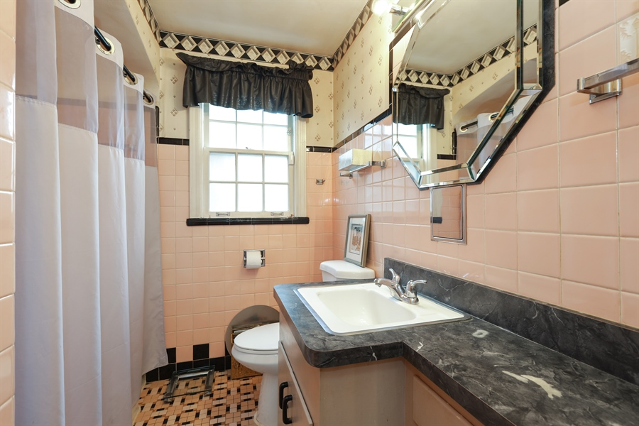 Real Estate Photography - 6153 N Kedvale, Chicago, IL, 60646 - Bathroom
