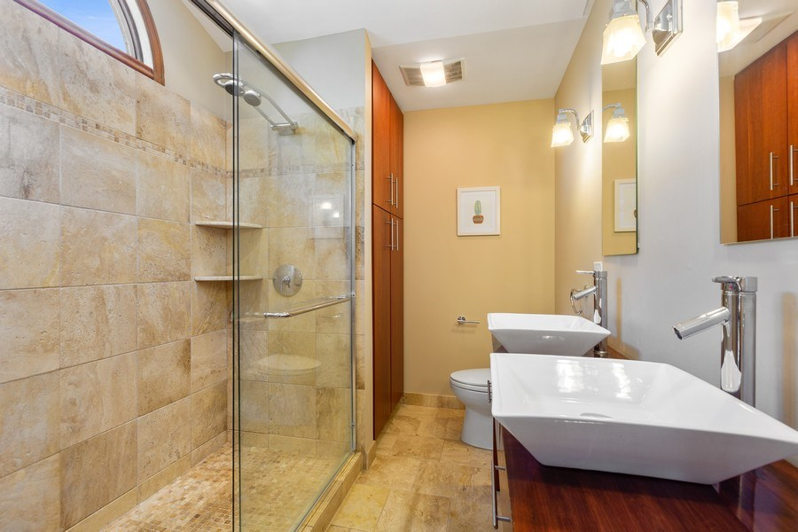 Real Estate Photography - 922 Krista Ct, Palatine, IL, 60074 - Master Bathroom