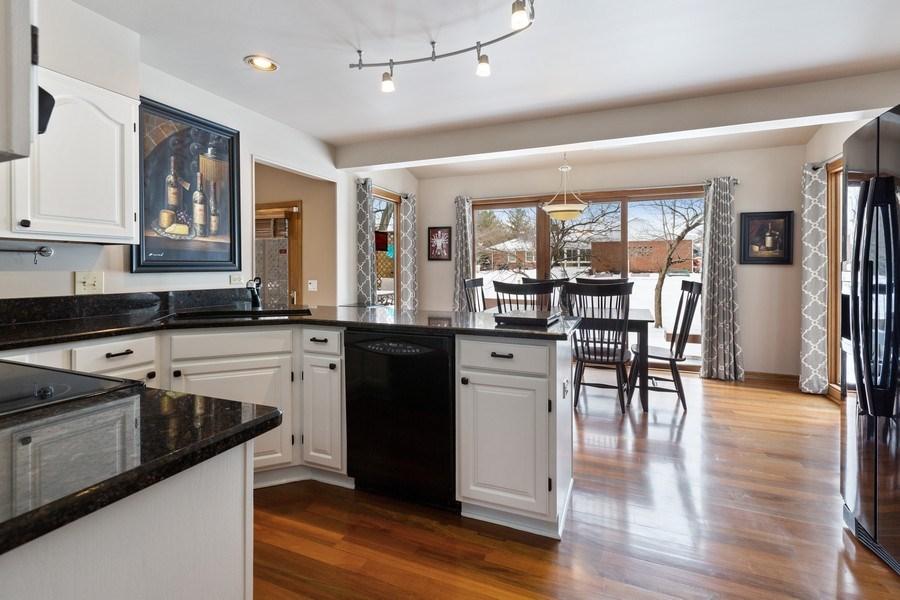 Real Estate Photography - 922 Krista Ct, Palatine, IL, 60074 - Kitchen