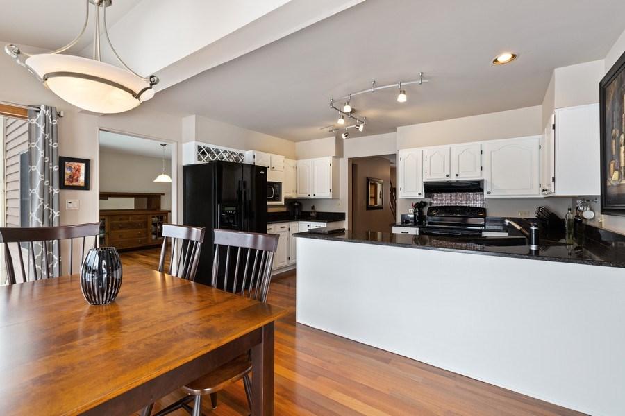Real Estate Photography - 922 Krista Ct, Palatine, IL, 60074 - Kitchen / Breakfast Room