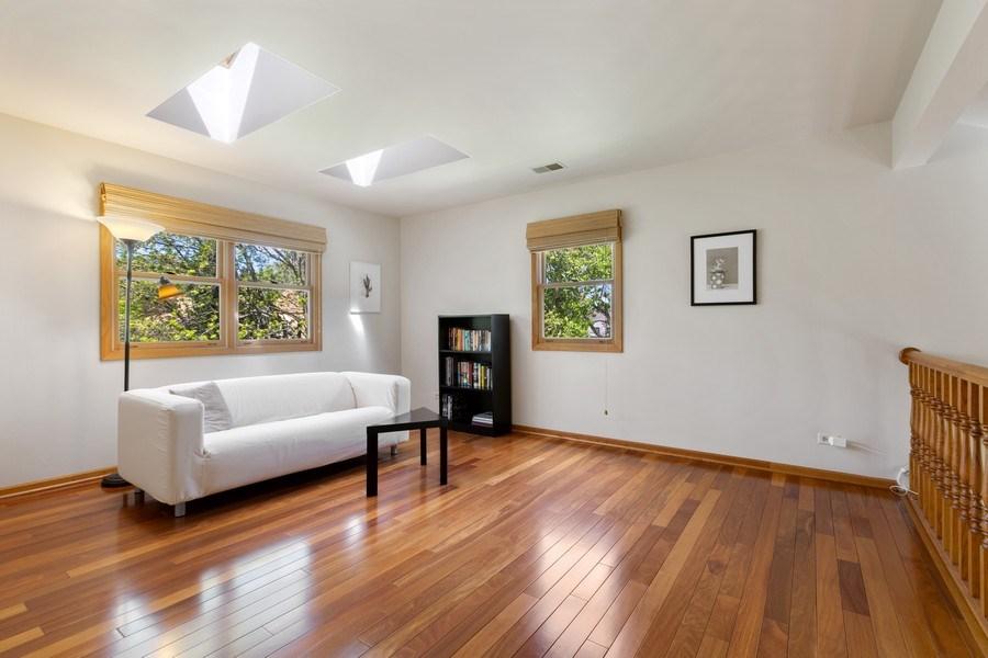 Real Estate Photography - 922 Krista Ct, Palatine, IL, 60074 - Loft