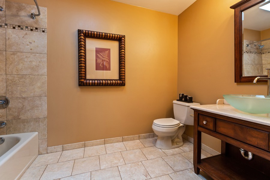 Real Estate Photography - 922 Krista Ct, Palatine, IL, 60074 - 2nd Bathroom