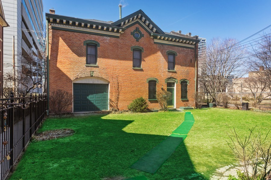 Real Estate Photography - 1900 S Prairie Ave, Chicago, IL, 60616 - Back Yard