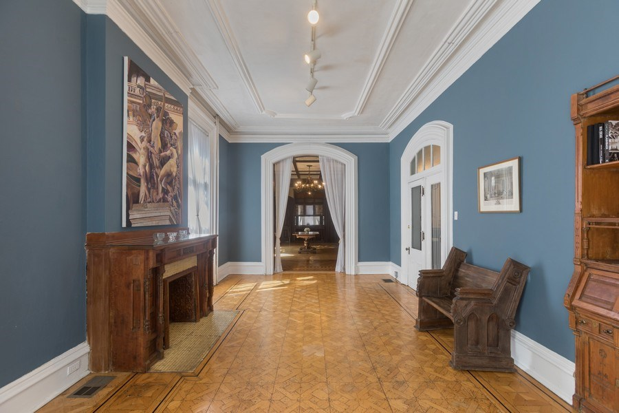 Real Estate Photography - 1900 S Prairie Ave, Chicago, IL, 60616 - Family Room