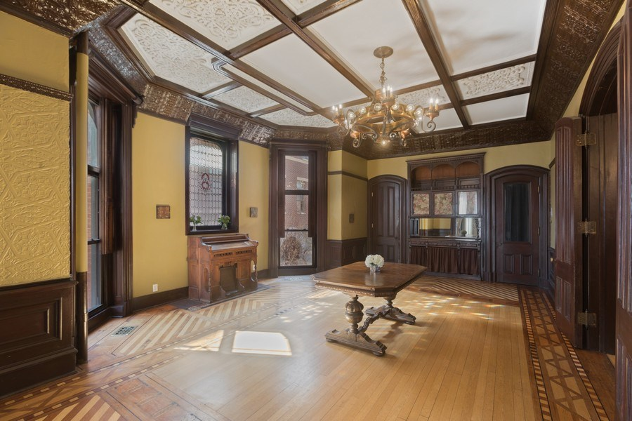 Real Estate Photography - 1900 S Prairie Ave, Chicago, IL, 60616 - Dining Room