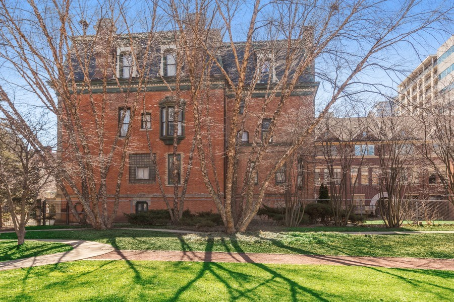 Real Estate Photography - 1900 S Prairie Ave, Chicago, IL, 60616 - Side View