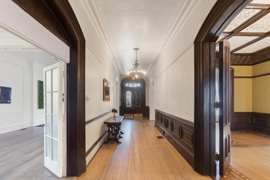 Real Estate Photography - 1900 S Prairie Ave, Chicago, IL, 60616 - Hallway