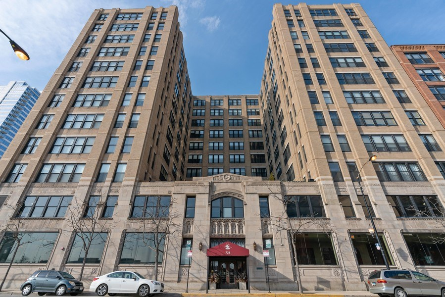 Real Estate Photography - 728 W Jackson, Unit 221, Chicago, IL, 60661 - Front View