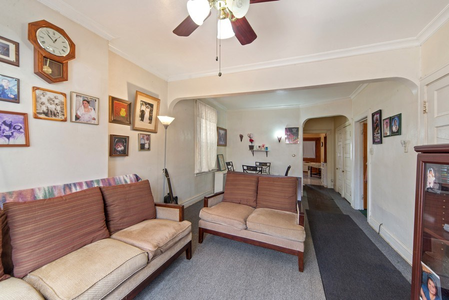 Real Estate Photography - 1831 W Berwyn, Chicago, IL, 60640 - Living Room
