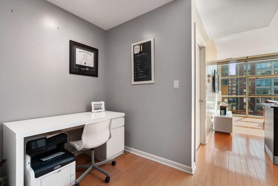 Real Estate Photography - 225 S Sangamon, Unit 402, Chicago, IL, 60607 - Hallway