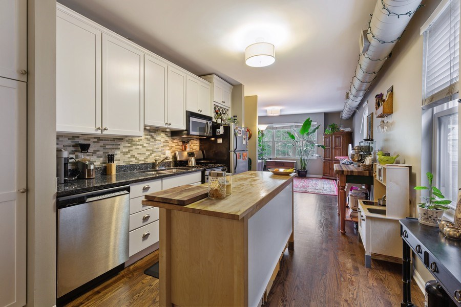 Real Estate Photography - 1217 N Honore, Chicago, IL, 60622 - Kitchen