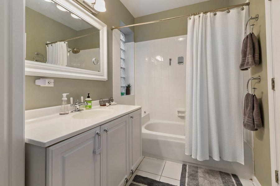 Real Estate Photography - 1217 N Honore, Chicago, IL, 60622 - Bathroom