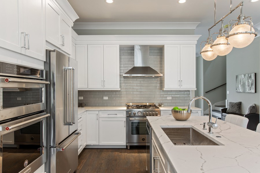 Real Estate Photography - 1700 W Thorndale, Chicago, IL, 60640 - Kitchen