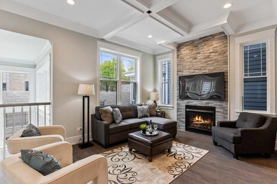 Real Estate Photography - 1700 W Thorndale, Chicago, IL, 60640 - Family Room