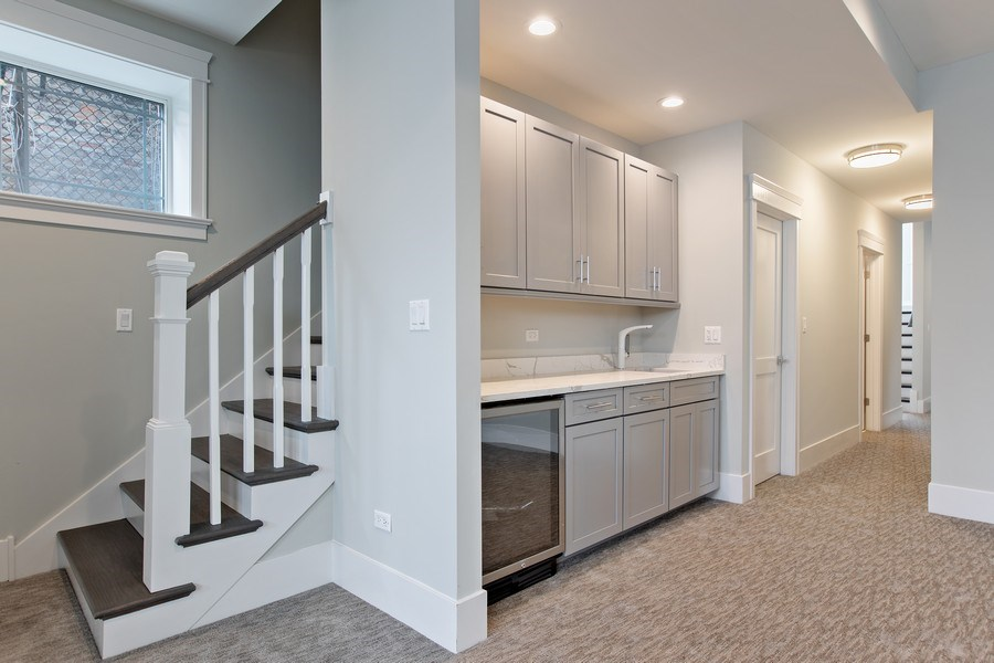 Real Estate Photography - 1700 W Thorndale, Chicago, IL, 60640 - Bar