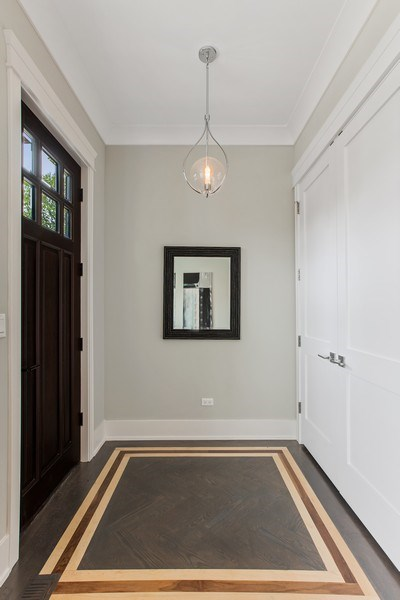 Real Estate Photography - 1700 W Thorndale, Chicago, IL, 60640 - Foyer