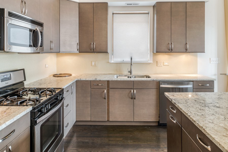Real Estate Photography - 1708 W North Ave, C4, Chicago, IL, 60614 - Kitchen