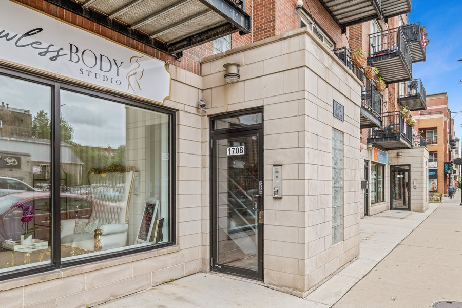 Real Estate Photography - 1708 W North Ave, C4, Chicago, IL, 60614 - Front View