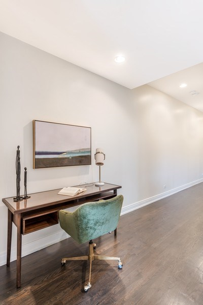Real Estate Photography - 1708 W North Ave, C4, Chicago, IL, 60614 - Hallway