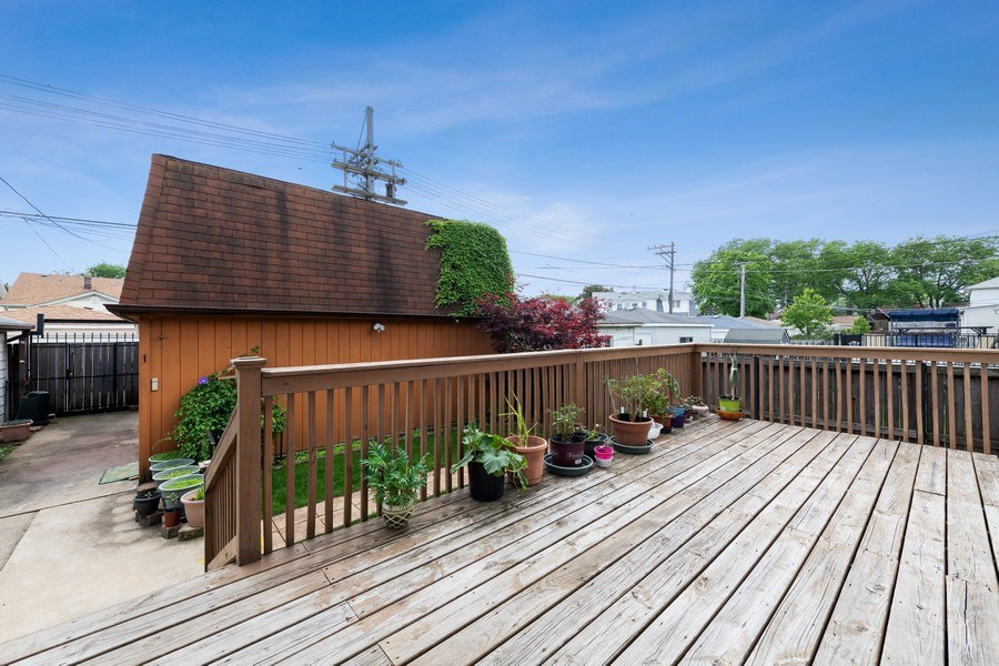 Real Estate Photography - 5898 N Elston Ave, Chicago, IL, 60646 - Deck