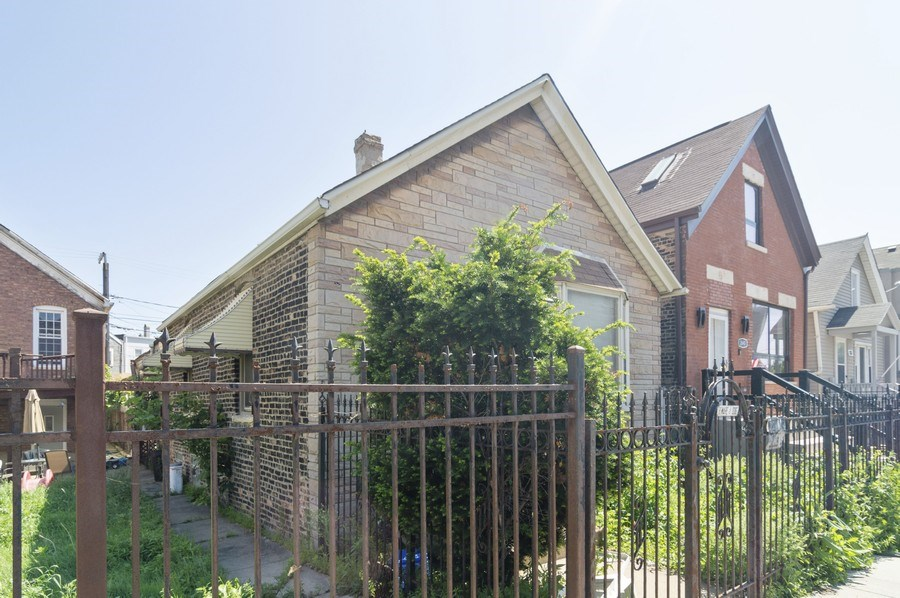 Real Estate Photography - 2642 W Grand, Chicago, IL, 60612 - Side View