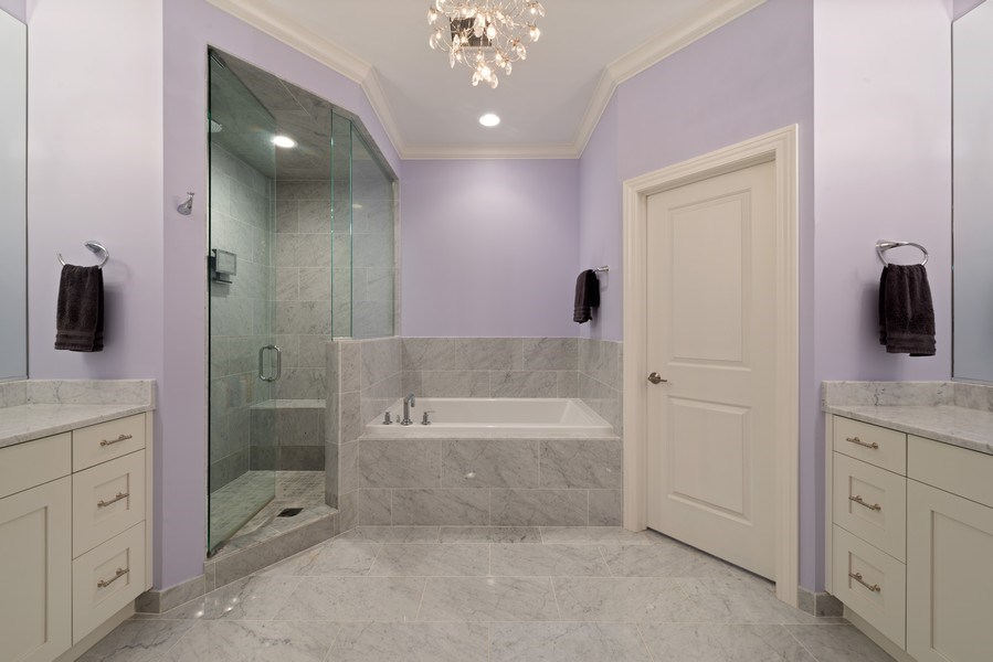 Real Estate Photography - 3841 Janssen Ave, Unit 1, Chicago, IL, 60613 - Master Bathroom