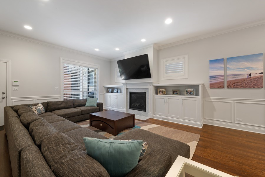 Real Estate Photography - 3841 Janssen Ave, Unit 1, Chicago, IL, 60613 - Family Room