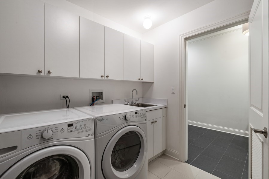 Real Estate Photography - 3841 Janssen Ave, Unit 1, Chicago, IL, 60613 - Laundry Room