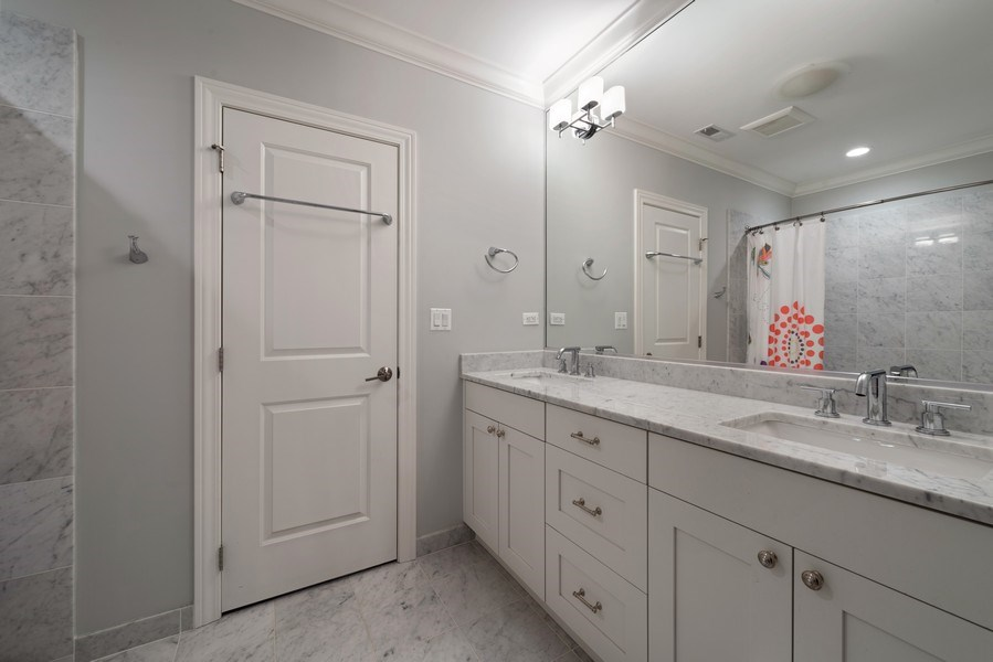 Real Estate Photography - 3841 Janssen Ave, Unit 1, Chicago, IL, 60613 - 2nd Bathroom
