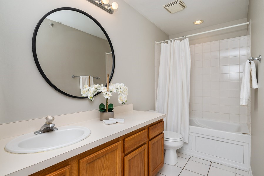 Real Estate Photography - 1907 N Milwaukee, #209, Chicago, IL, 60647 - Bathroom