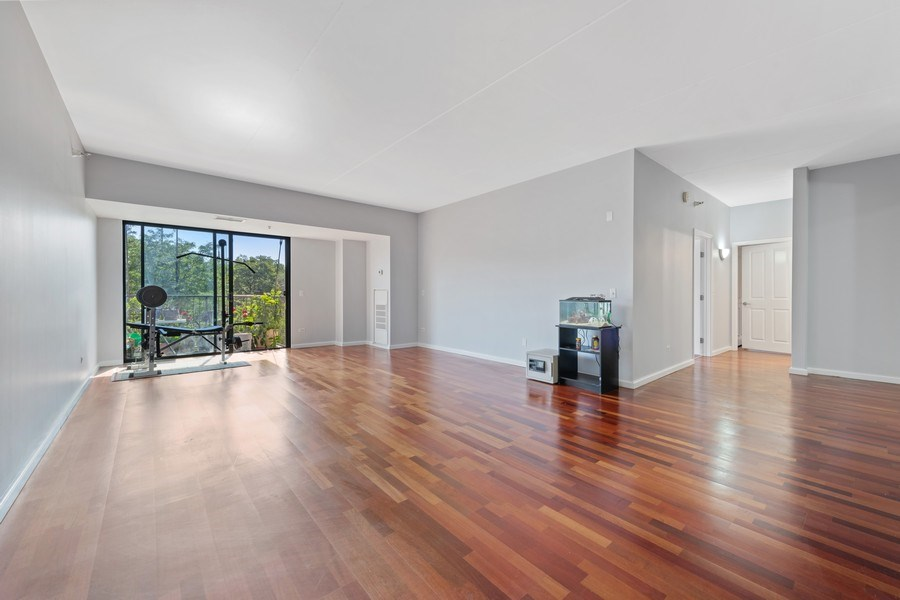 Real Estate Photography - 4848 N Sheridan, Unit 209, Chicago, IL, 60640 - Living Room