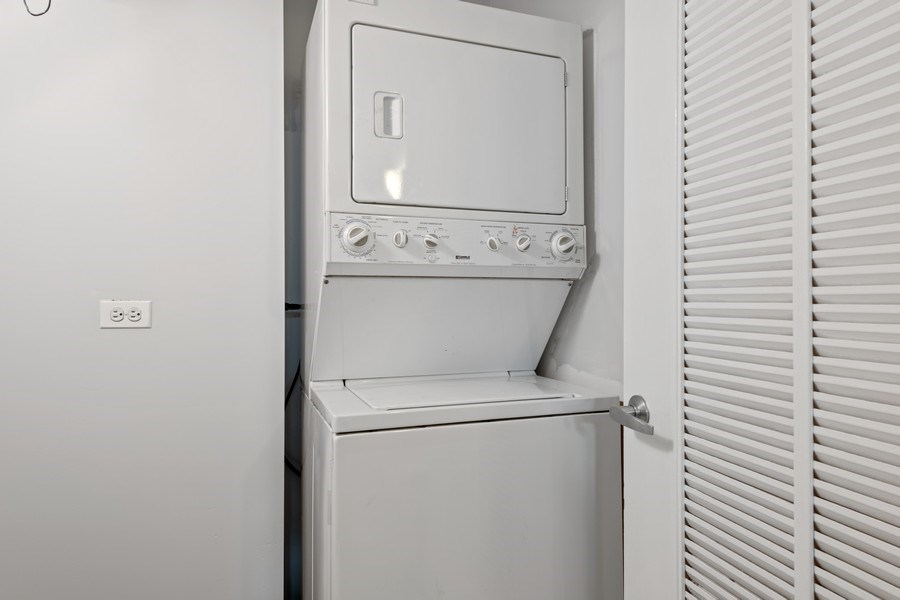 Real Estate Photography - 4848 N Sheridan, Unit 209, Chicago, IL, 60640 - Laundry Room