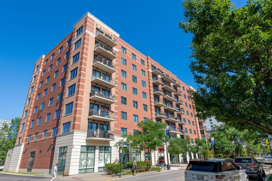 Real Estate Photography - 4848 N Sheridan, Unit 209, Chicago, IL, 60640 - Front View