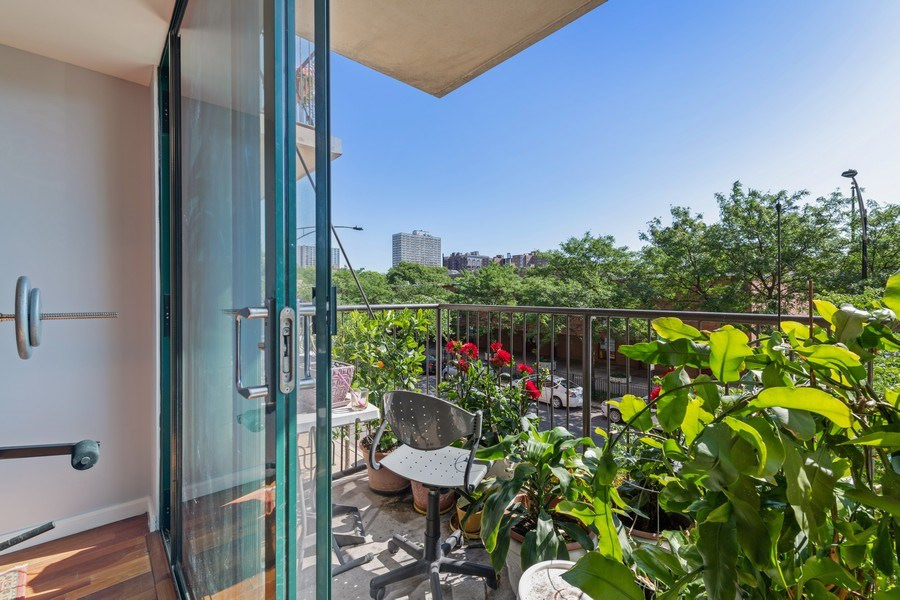 Real Estate Photography - 4848 N Sheridan, Unit 209, Chicago, IL, 60640 - Balcony