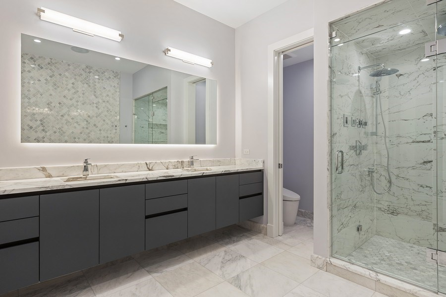 Real Estate Photography - 220 S Green St, 4S, Chicago, IL, 60607 - Master Bathroom